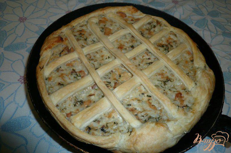 Фото приготовление рецепта: Пирог с консервированной горбушей и рисом шаг №5