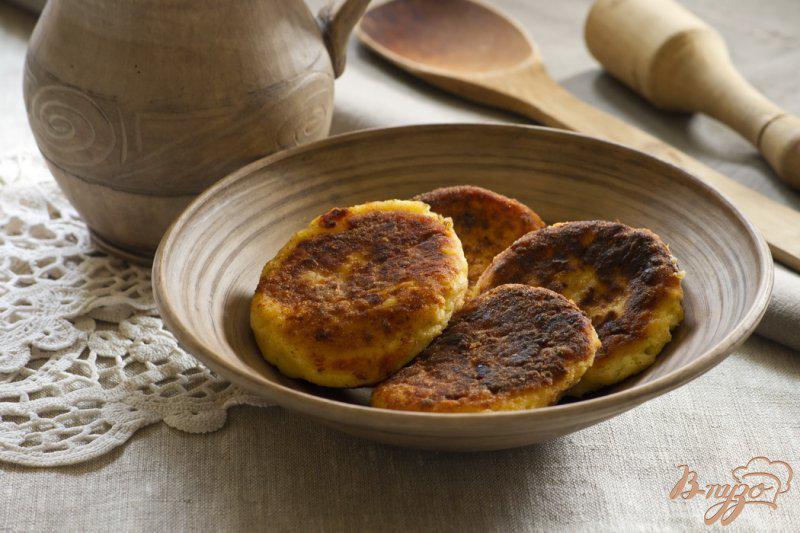 Фото приготовление рецепта: Картофельные сырники шаг №7