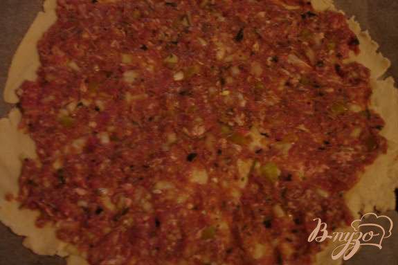 Фото приготовление рецепта: Лахмаджун - Турецкая пицца шаг №4