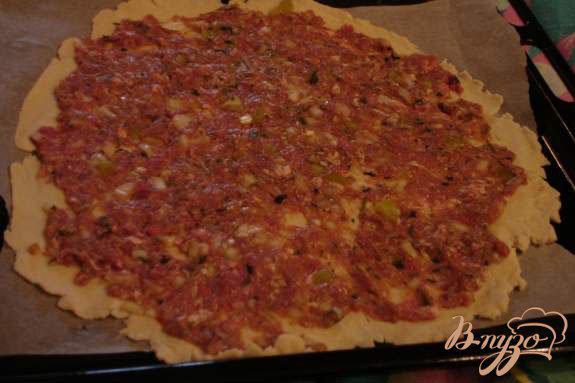 Фото приготовление рецепта: Лахмаджун - Турецкая пицца шаг №5