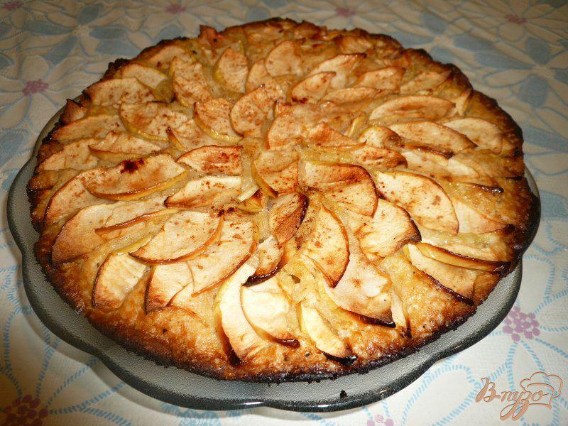 Фото приготовление рецепта: Шарлотка с яблоками и бананом шаг №7