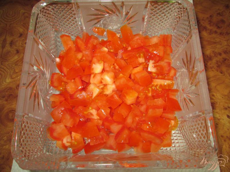 Фото приготовление рецепта: Салат с помидорами, ветчиной и сухариками шаг №1