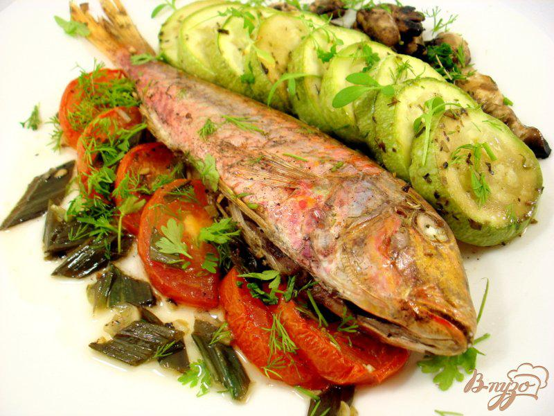 Фото приготовление рецепта: Барабулька с овощами шаг №11