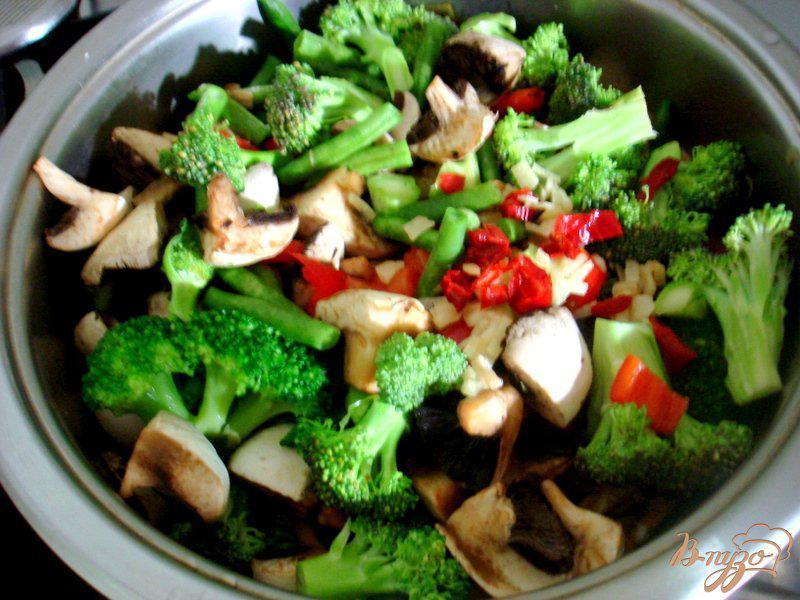 Фото приготовление рецепта: Рагу с грибами и брокколи шаг №10