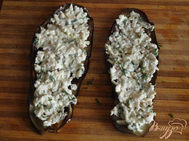 Фото приготовление рецепта: Рулетики из баклажанов с брынзой и грецкими орехами шаг №3