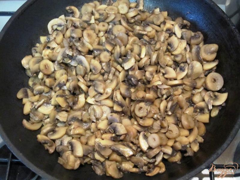 Фото приготовление рецепта: Грибной суп-пюре с гренками шаг №4