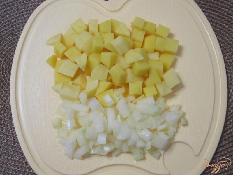 Фото приготовление рецепта: Грибной суп-пюре с гренками шаг №3