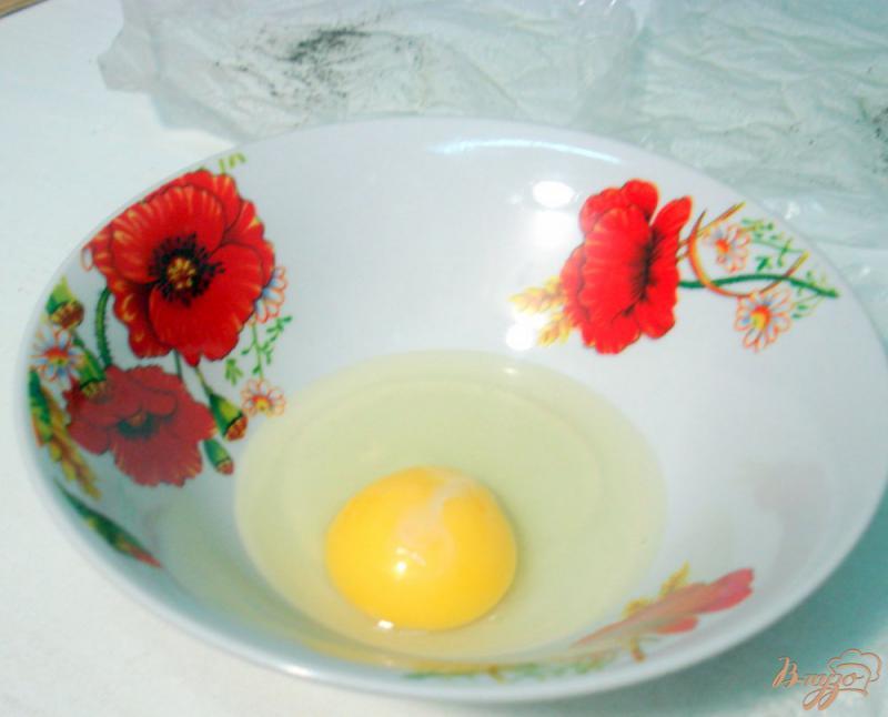 Фото приготовление рецепта: Бутерброды с яйцами пашот и лососем шаг №3