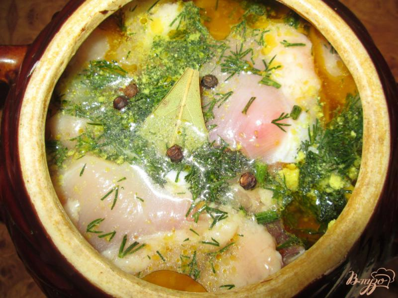 Фото приготовление рецепта: Жаркое с курицей и картофелем в горшочках шаг №9