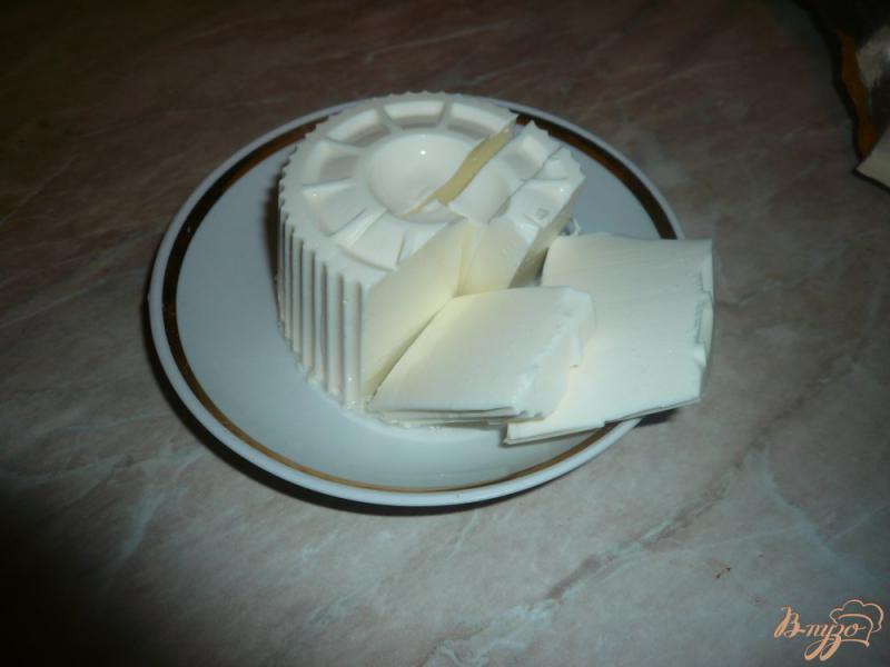 Фото приготовление рецепта: Плюшки слоеные с сыром и вареньем шаг №3