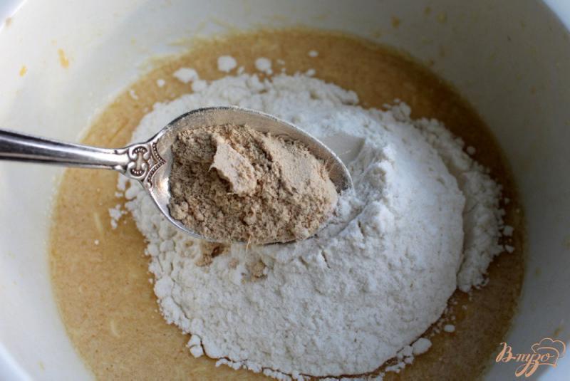 Фото приготовление рецепта: Медовое печенье с имбирем шаг №4