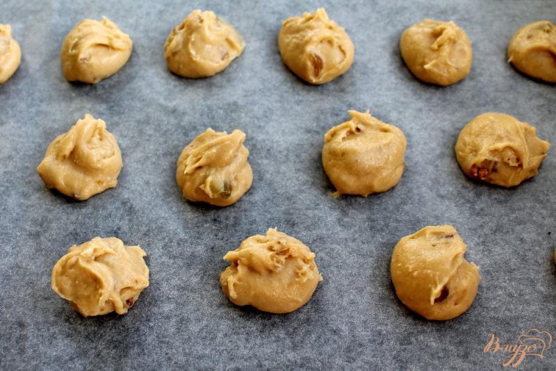 Фото приготовление рецепта: Медовое печенье с имбирем шаг №6
