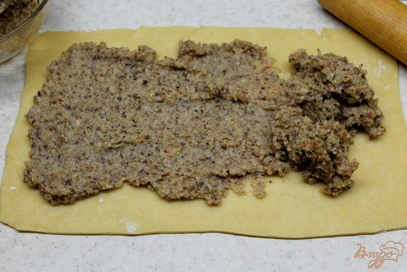 Фото приготовление рецепта: Печенье с яблочным пюре и орехом шаг №6