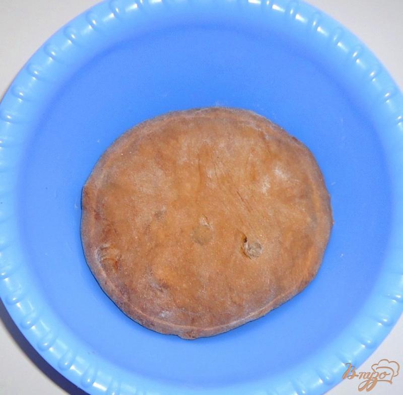 Фото приготовление рецепта: Кофейно-шоколадные бублики с изюмом шаг №3