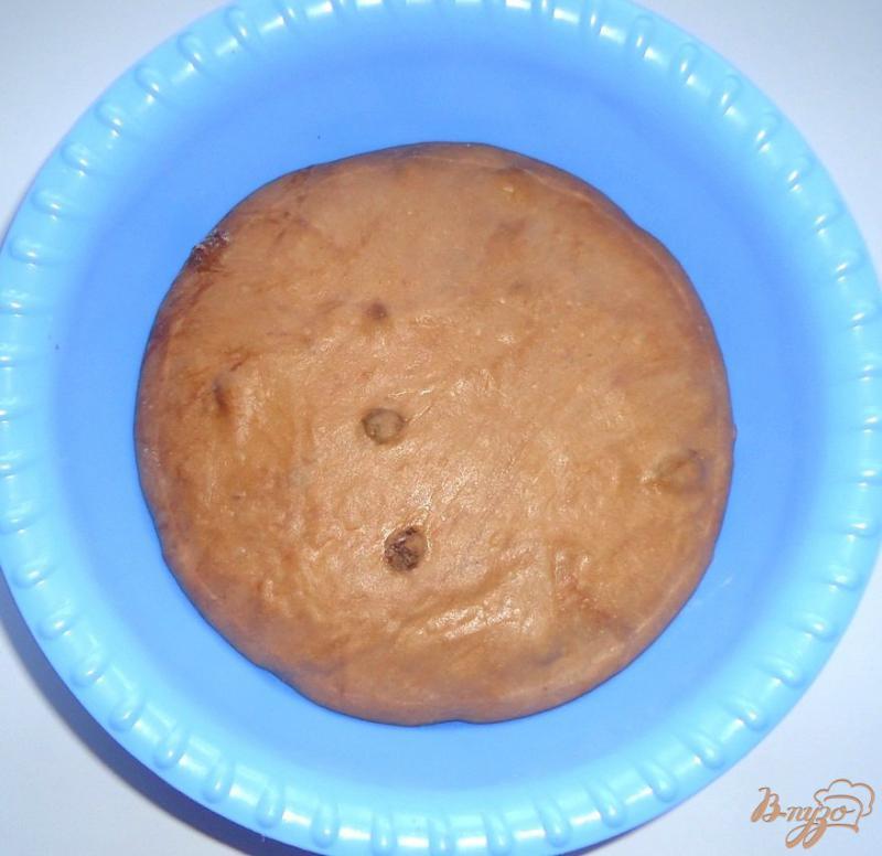 Фото приготовление рецепта: Кофейно-шоколадные бублики с изюмом шаг №4