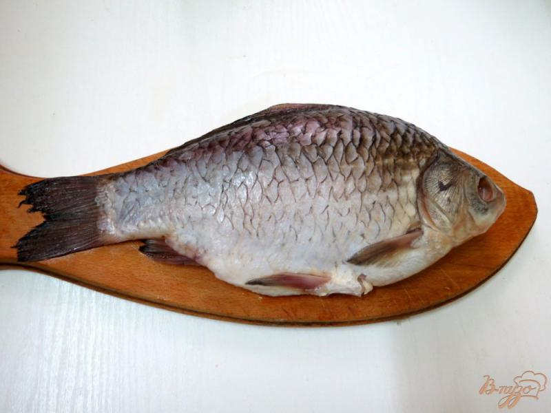 Фото приготовление рецепта: Рыба жареная целиком с хрустящей корочкой шаг №1
