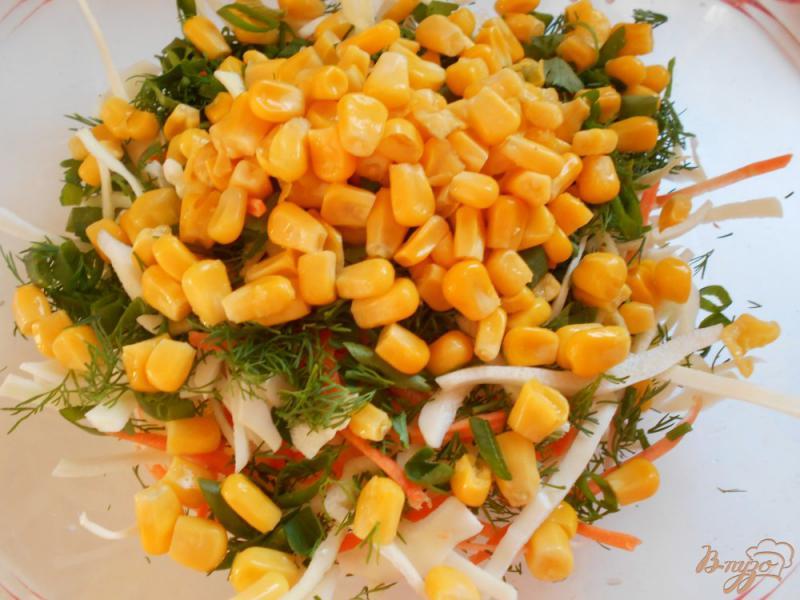Фото приготовление рецепта: Салат из капусты, моркови и ветчины шаг №5