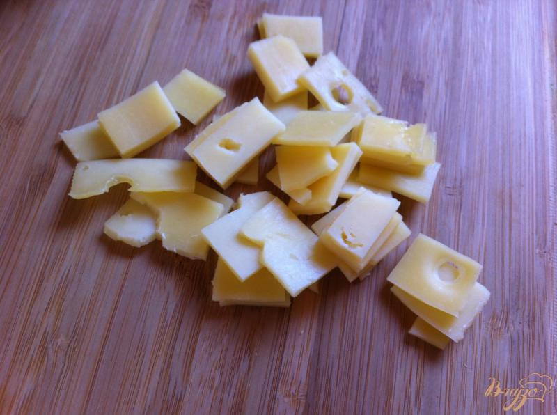 Фото приготовление рецепта: Салат с ветчиной и сыром шаг №5