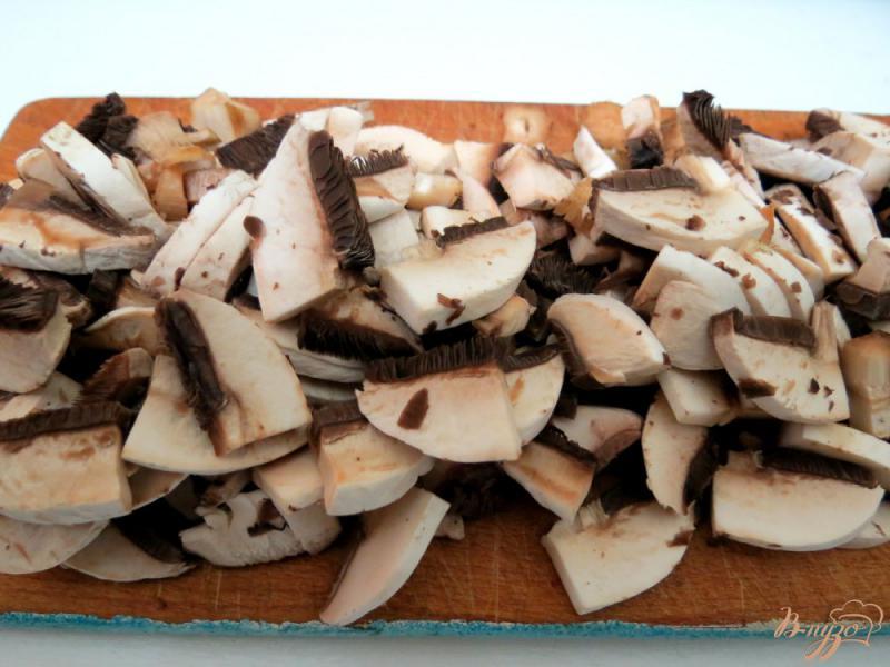 Фото приготовление рецепта: Рисовая лапша с овощами и грибами шаг №4