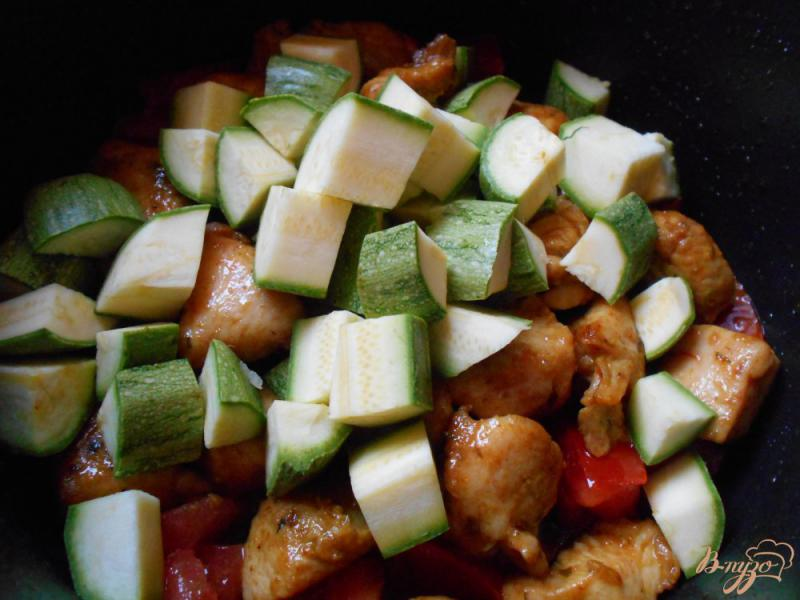 Фото приготовление рецепта: Свинина с рисом и кабачками шаг №4