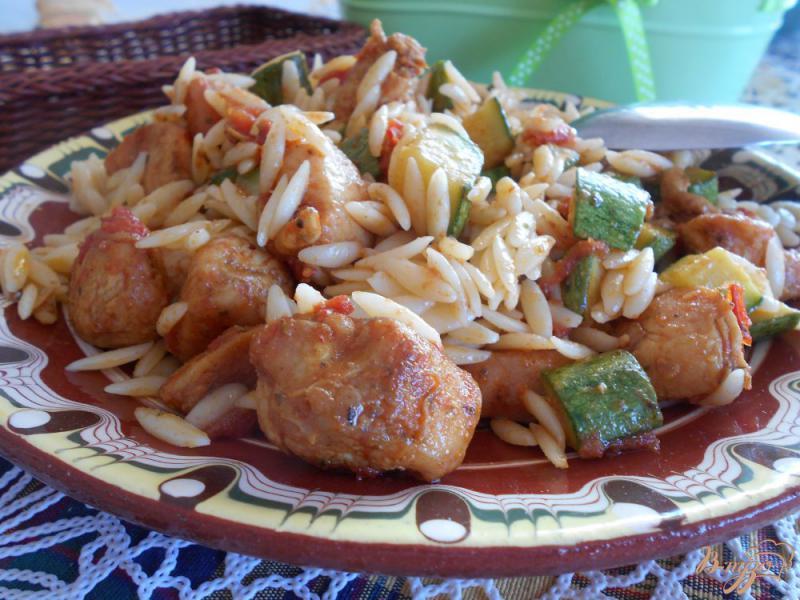 Фото приготовление рецепта: Свинина с рисом и кабачками шаг №6