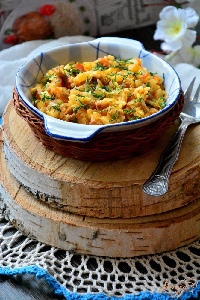 Фото приготовление рецепта: Бигус с капустой, фаршем и рисом. шаг №8
