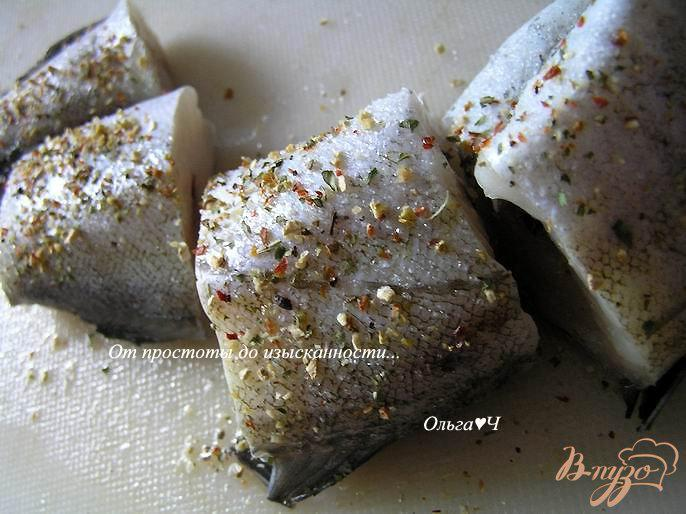Фото приготовление рецепта: Минтай, тушеный с луком и морковью (без масла) шаг №1
