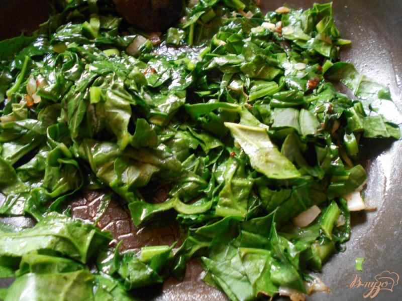 Фото приготовление рецепта: Спагетти в сливочном соусе с креветками и шпинатом шаг №2