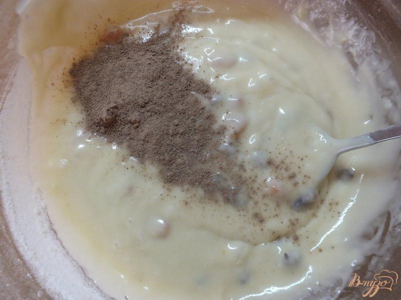 Фото приготовление рецепта: Пирог с изюмом и курагой шаг №7