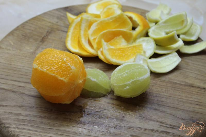 Фото приготовление рецепта: Лимонад с мятой и апельсином шаг №2