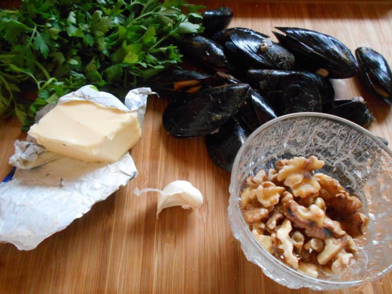 Фото приготовление рецепта: Мидии в чесночном соусе шаг №1