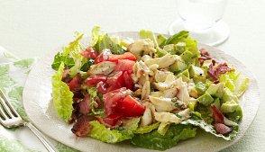 фото рецепта: Салат с куриным филе и крабами