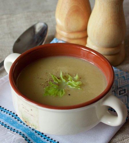 фото рецепта: Крем-суп из стеблевого сельдерея с картофелем