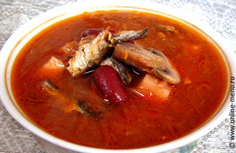 фото рецепта: Борщ с грибами, килькой и фасолью