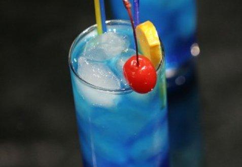 фото рецепта: Коктейль Голубая лагуна