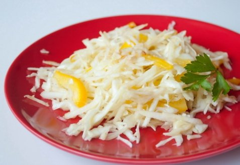фото рецепта: Капустный салат с яблоком и сладким перцем