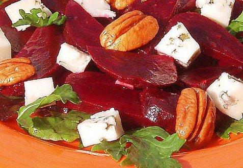 Салат з буряка з Рокфором і горіхами. Як приготувати з фото