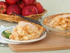Шарлотка з яблуками та горіхами. Як приготувати з фото