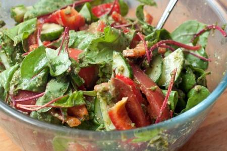 Овощной салат с песто