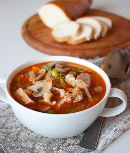 Суп зі свинини з грибами і горошком. Як приготувати з фото