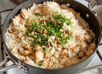 Рисовый плов с курицей и миндалем