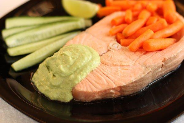 фото рецепта: Лосось с соусом из авокадо