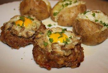 Рецепт Мясные гнезда с шампиньонами и перепелиными яйцами
