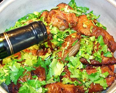 Телятина в винно-луковом соусе