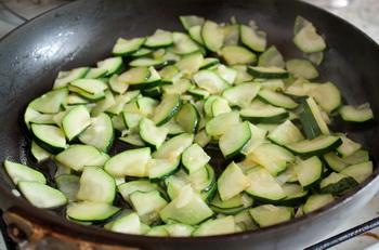 Салат из орзо и цуккини