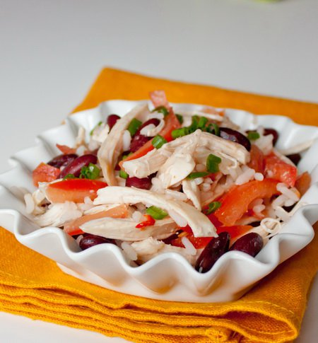 фото рецепта: Салат из курицы с рисом и фасолью