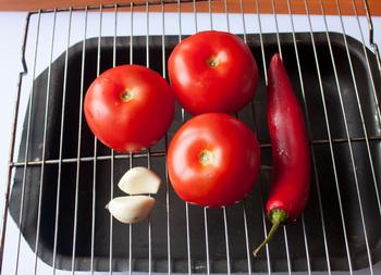 Бульон из индейки с помидорами и острым перцем