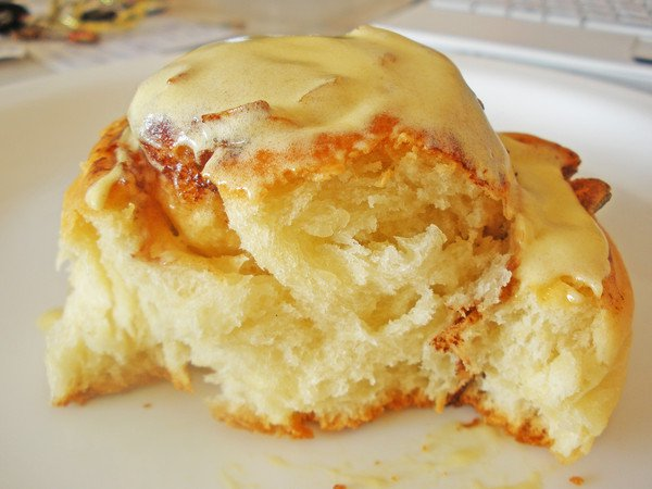 Рецепт Булочки с ванильным кремом и орехами