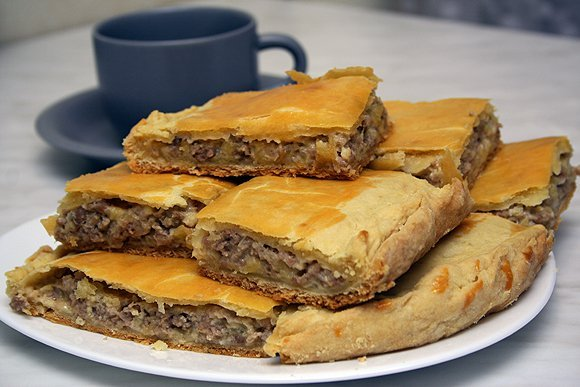 фото рецепта: Пирог с сыром и мясом