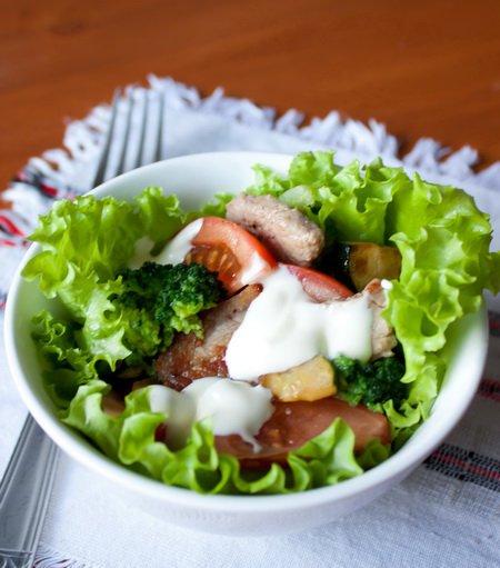 Рецепт Теплый салат со свининой и брокколи